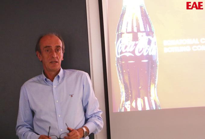 Cayetano Rodriguez, de Coca Cola, realiza conferencia en EAE para los alumnos