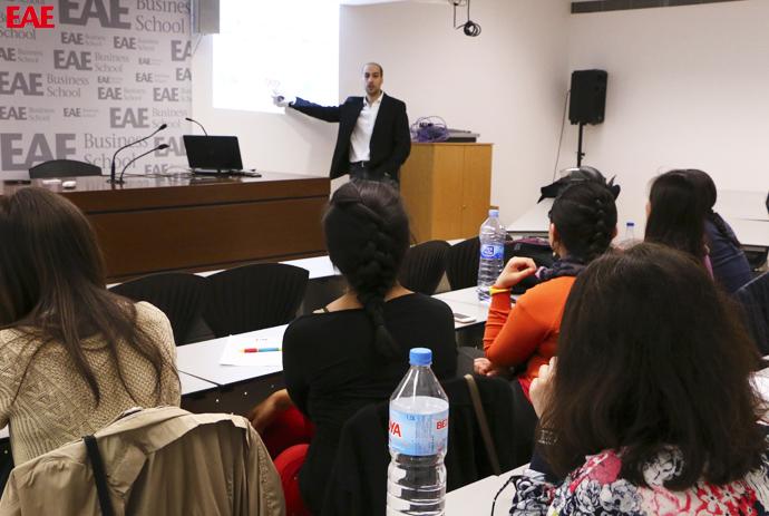 Enric Casas en una conferencia para alumnos de Marketing de EAE Business School