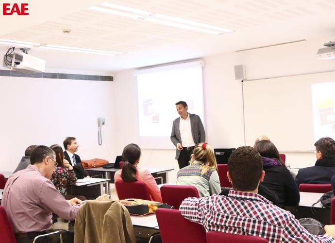 Conferenciante Oriol Segarra, CEO de Laboratorios Uriach, a los alumnos del Máster en Dirección de Recursos Humanos de EAE