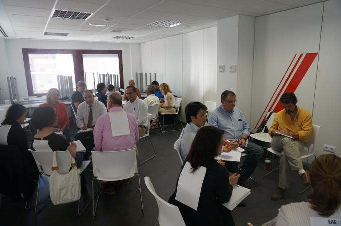 Alumnos trabajando en el Seminario de Desarrollo Profesional, Coaching e Inteligencia Emocional