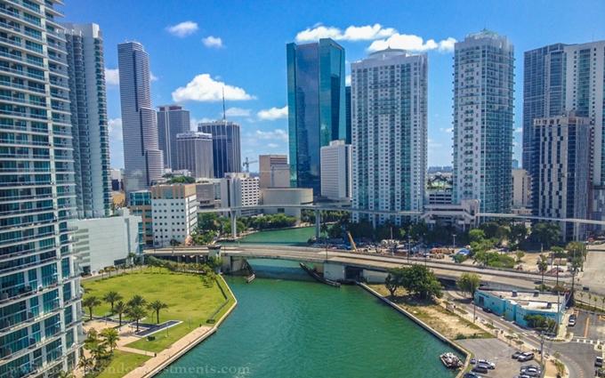 Lectura SRC Condos in Miami